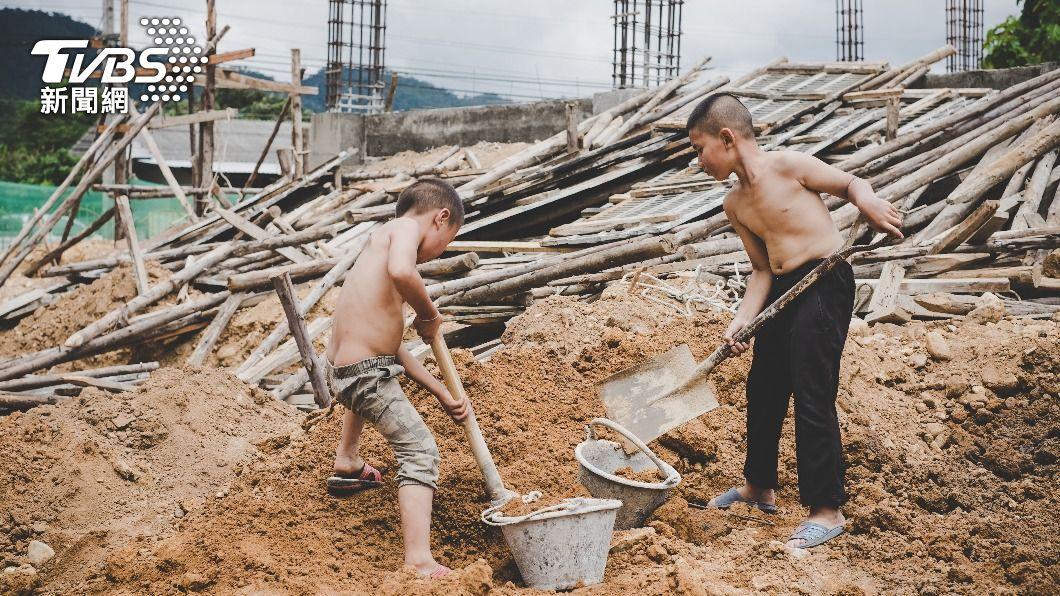 國際組織10日發布報告顯示,全球童工人數20年來首次不減反增。(示意圖/shutterstock達志影像) 全球童工數20年來首升 UNICEF:總數達1.6億