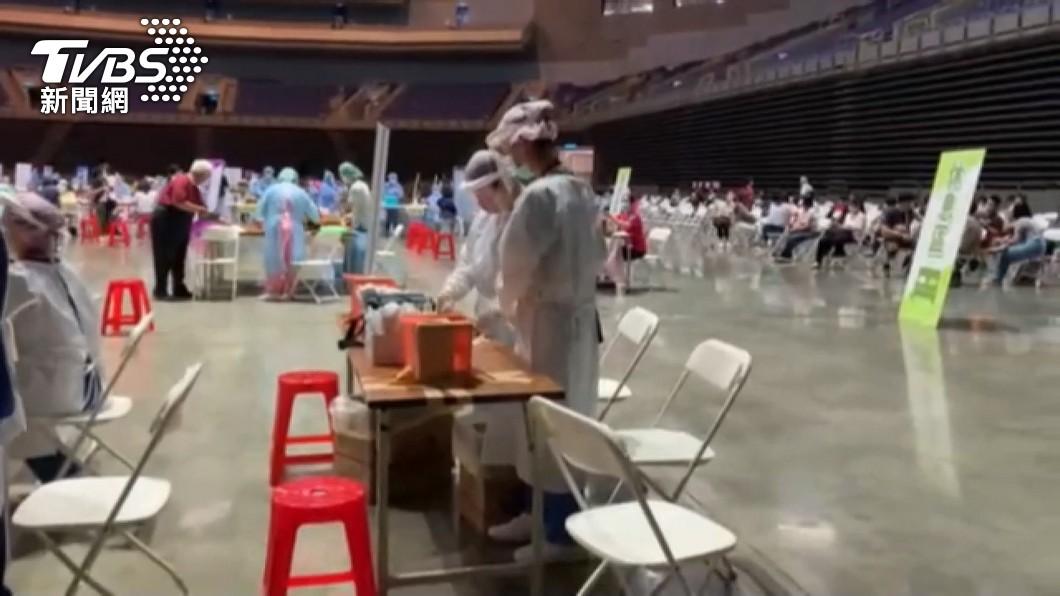 我國目前有莫德納、AZ疫苗正在施打。(圖/TVBS) 台灣確診致死率3.2%!「這2種疫苗」混打免疫強