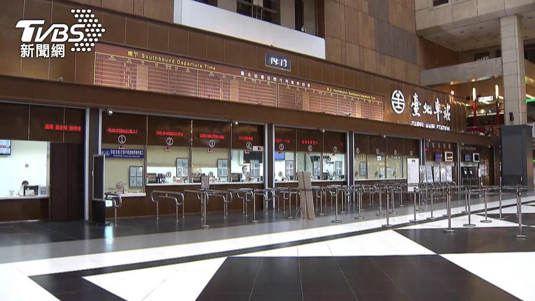 (圖/TVBS資料畫面) 北車爆群聚!3清潔工確診 台鐵一樓商鋪暫時停業