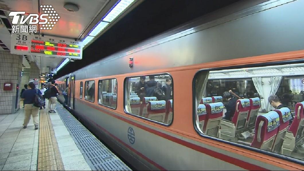 受到新冠肺炎疫情影響,原訂許多要搭乘火車返鄉的民眾都紛紛退票。(圖/TVBS) 啥政策?連假前一天「自強號超空」 下秒傻眼:莒光號擠爆