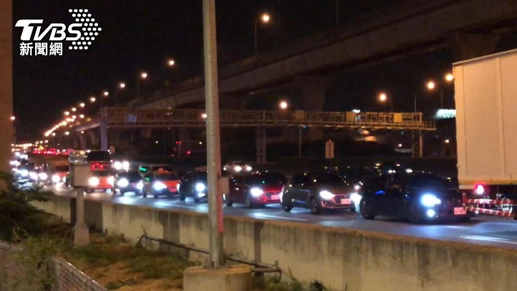 圖/TVBS 端午車潮擋不住 國道車流大嚴重回堵