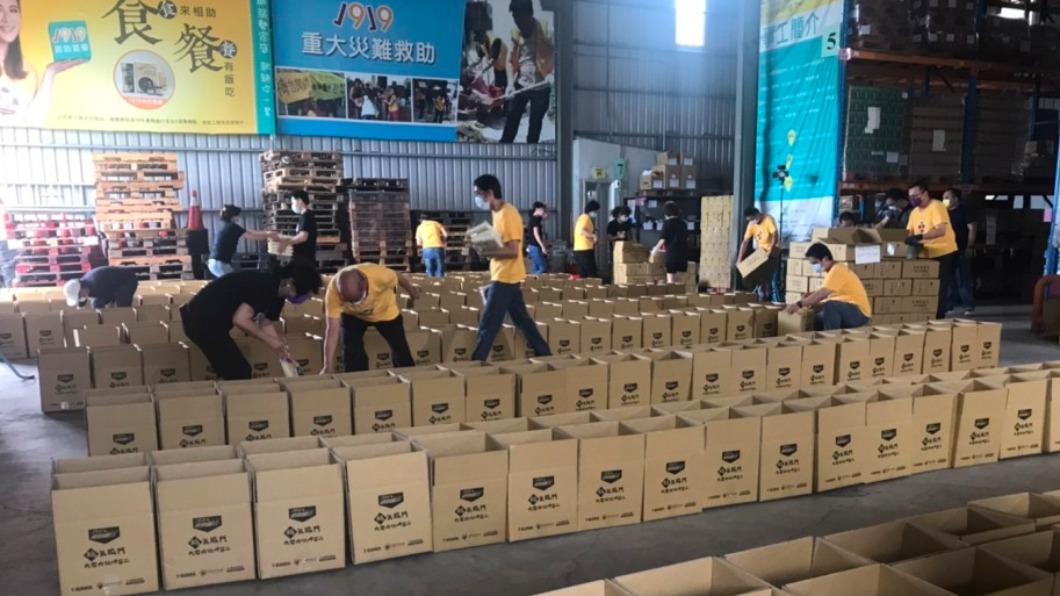 目前已申請了1855份防疫食物包。(圖/翻攝自中華基督教救助協會) 11天逾1800人申請防疫食物包 7成因疫情失業