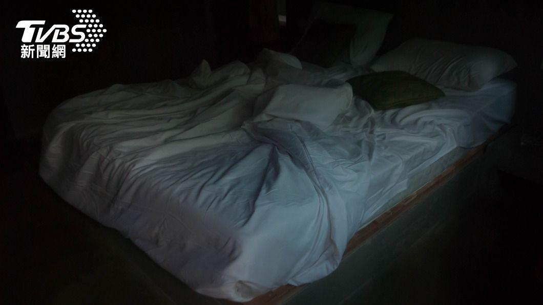 台中市某汽車旅館發現男屍。(與本案無關,示意圖/shutterstock達志影像) 台中摩鐵驚現男屍! 「下身光溜溜」一旁還有保險套