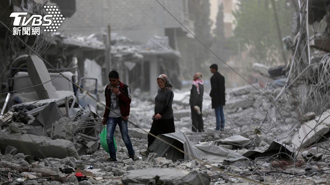 敘利亞北部阿夫林市戰火連天,民宅在砲彈攻擊中遭摧毀。(示意圖/達志影像路透社) 敘利亞北部民宅、醫院遭2次砲擊 已知13死27傷