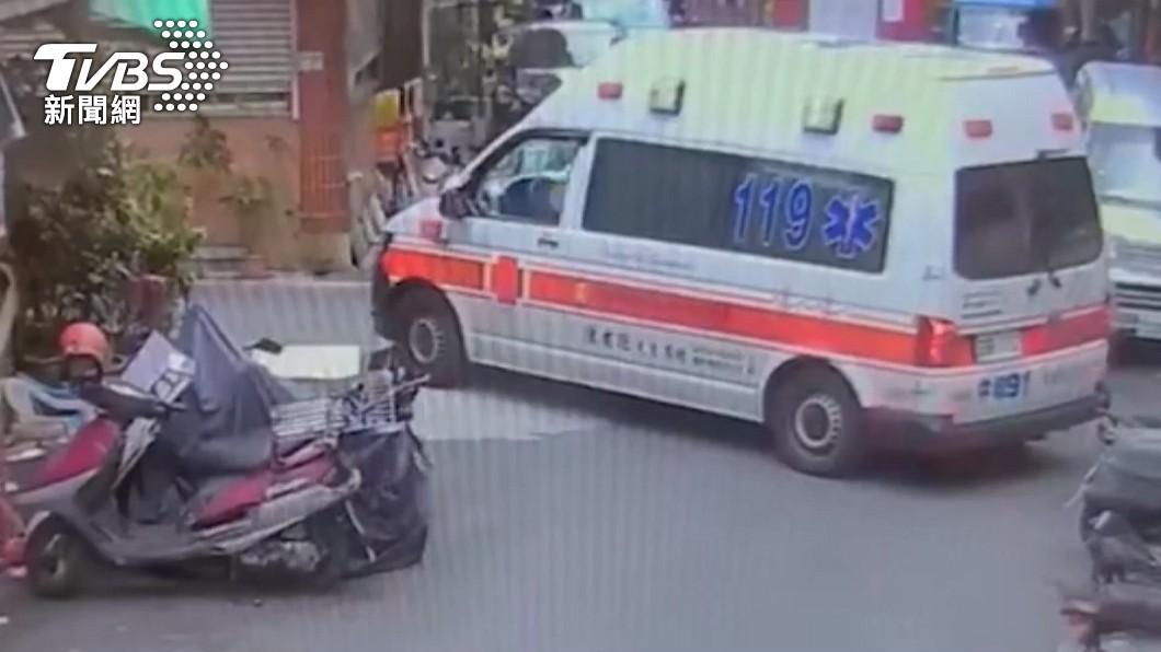 圖/TVBS 聽見警上門!竊賊爬窗欲逃跑 失足墜樓亡
