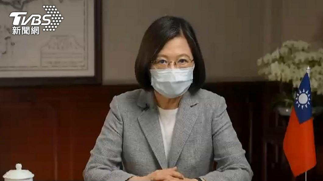 主播張雅琴視訊訪問總統蔡英文。(圖/TVBS資料畫面) 郭台銘買疫苗卡關關鍵? 總統接受專訪這樣說