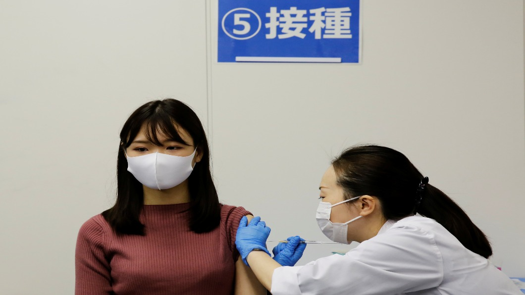 圖/達志影像路透 「職場施打」進度超前 全日空率先接種國際線