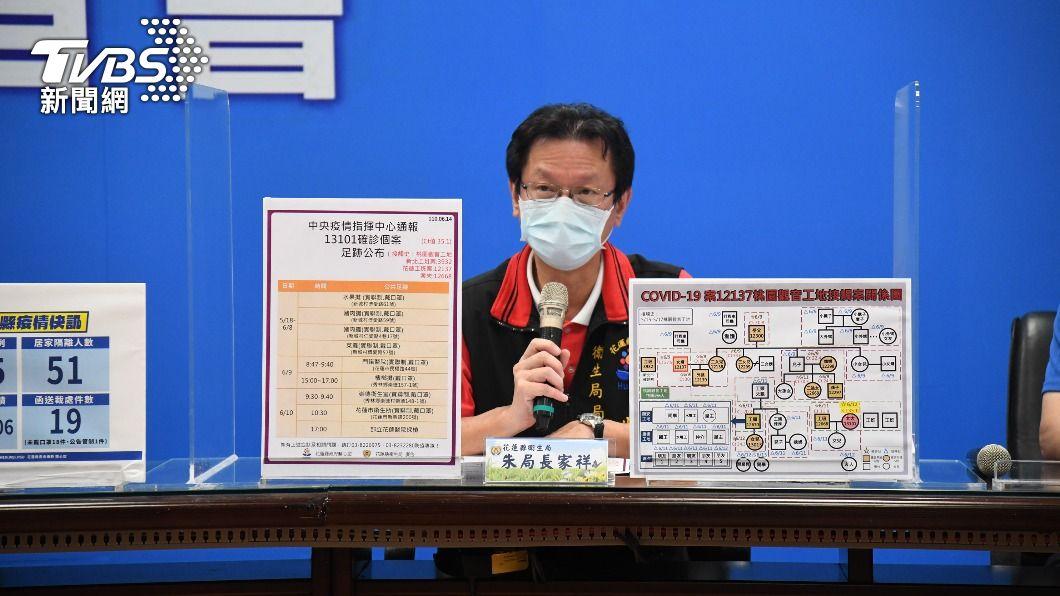 花蓮衛生局說明疫情狀況。(圖/中央社) 花蓮+4確診!秀林家族群聚 3個月大男嬰也染疫
