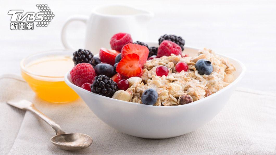 早餐是一天當中的第一餐非常重要。(示意圖/shutterstock達志影像) 早餐吃錯反而更餓!營養師教你「神搭配」飽足有精神