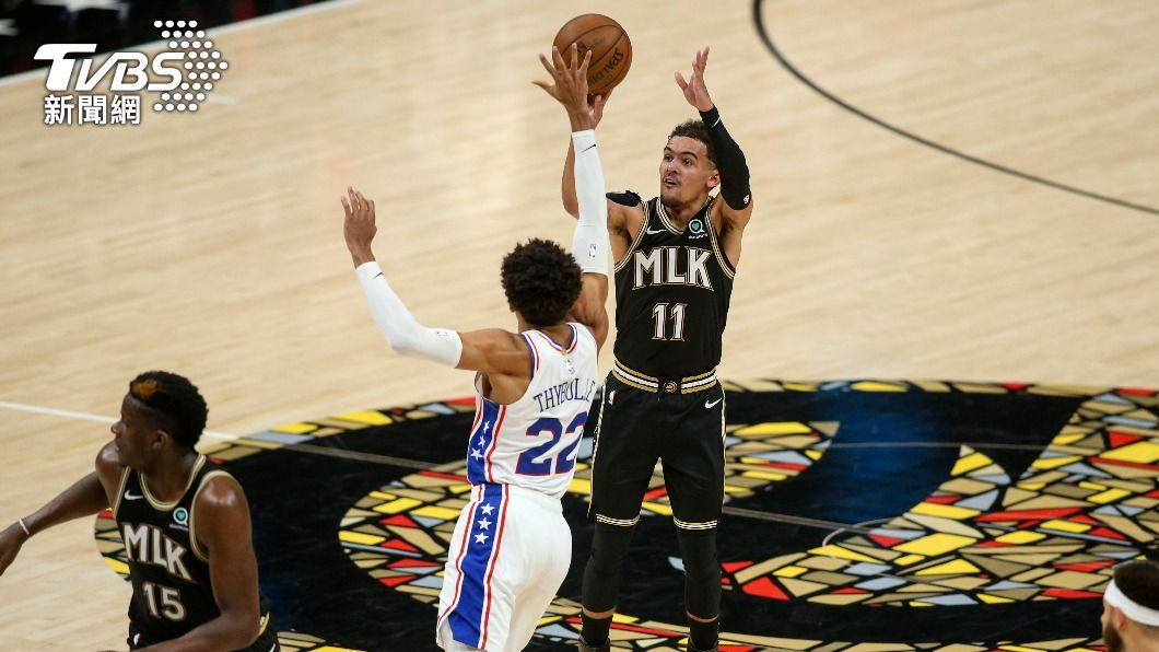NBA老鷹楊恩轟下全場最高25分。(圖/達志影像路透社) 楊恩18助攻寫紀錄 老鷹逆轉系列賽扳平76人
