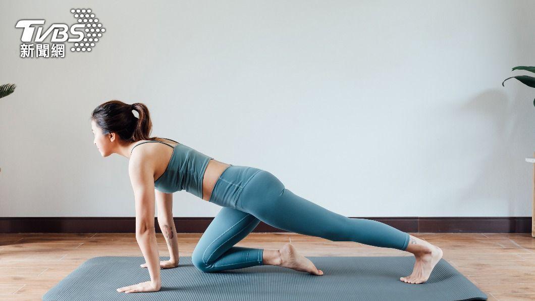 全球公認5大最快速瘦腿動作,每天做就能有效訓練大腿內側的肉肉。(示意圖/shutterstock達志影像) 全球5大瘦最快動作!深蹲、壓腿練出女團+翹臀