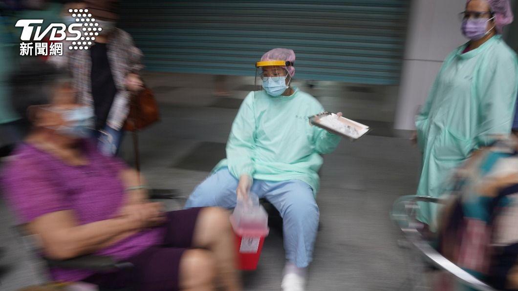 高齡長者今起大規模接種。(圖/中央社) 各縣市拚打疫苗像競爭 陳時中:不用這麼緊迫