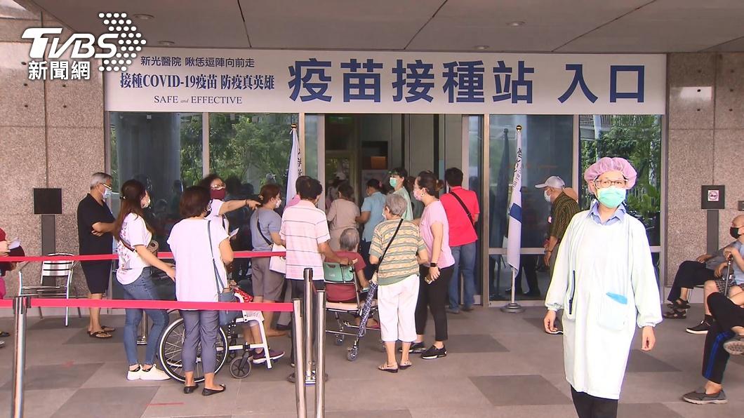 近日國內針對長者展開擴大施打疫苗作業。(圖/TVBS) 增19死!本土+175「連5天2百內」 新北占87例