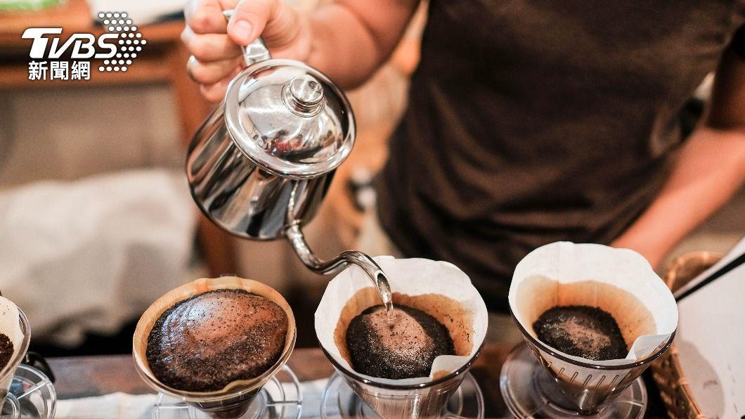 許多店家推出「濾掛式咖啡」,在家就可以喝到。(示意圖/shutterstock達志影像) 提振居家辦公精神!10大濾掛式咖啡在家也能沖出好味道