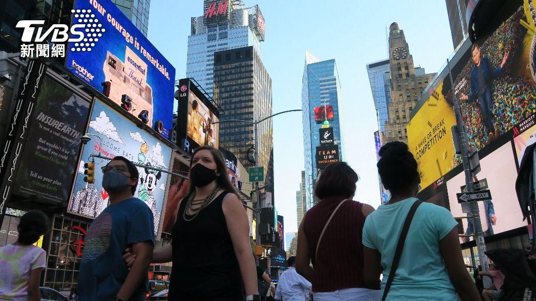 紐約時報廣場人氣回溫。(圖/中央社) 紐約州疫苗接種率達7成 防疫限制幾乎全解除