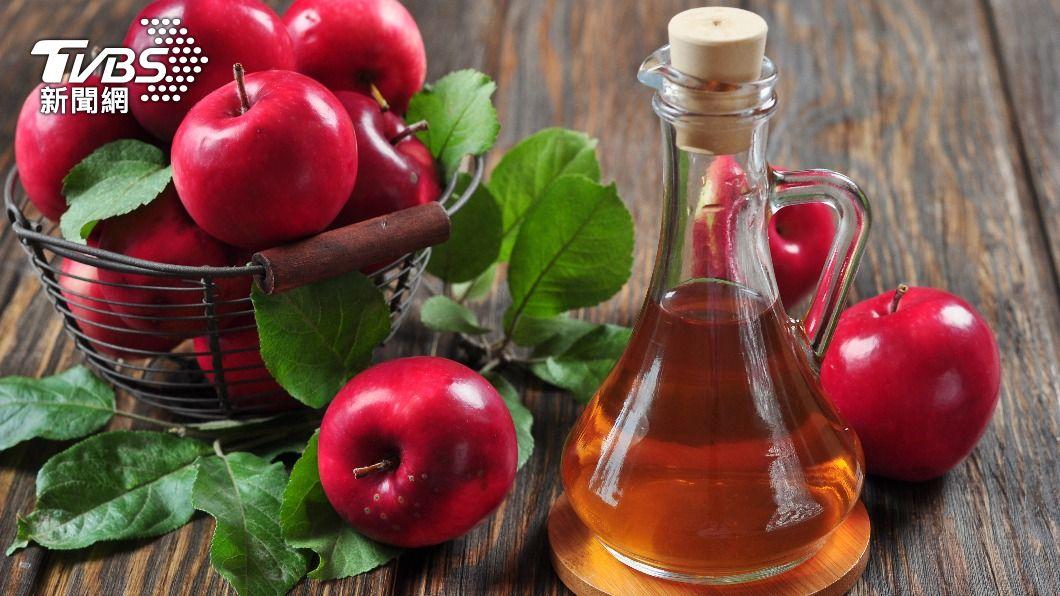 水果酵酢是將植物酵素加上健康醋,經過長期釀造熟成,比起一般果醋味道更自然不嗆。(示意圖/shutterstock達志影像) 日妞瘋喝「健康飲」消小腹 這樣喝+3時間「最好瘦」