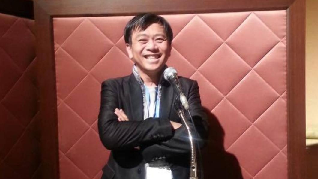 黃軒今(16)日在臉書解析「COVID-19的死亡波形」。(圖/翻攝自「黃軒醫師 Dr. Ooi Hean」臉書) 重症醫3點解釋「台灣死亡波形」 相信很快走到平原