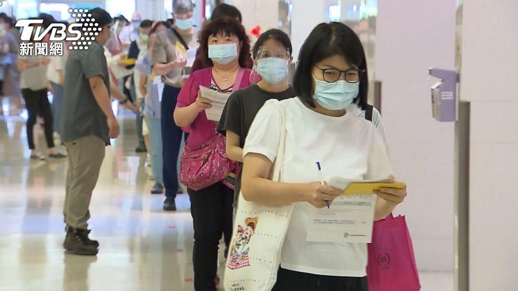 國內陸續開放施打新冠疫苗。(示意圖/TVBS) 全國三級警戒以來最少!本土+127「連7天跌破2百」