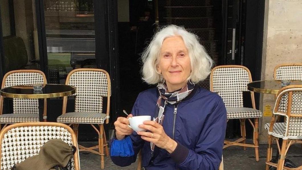 62歲的法國奶奶Sylviane Degun深受許多年輕人的喜愛。(圖/翻攝自Sylviane Degun IG) 年齡只是數字! 法國62歲超模:快樂比容貌重要
