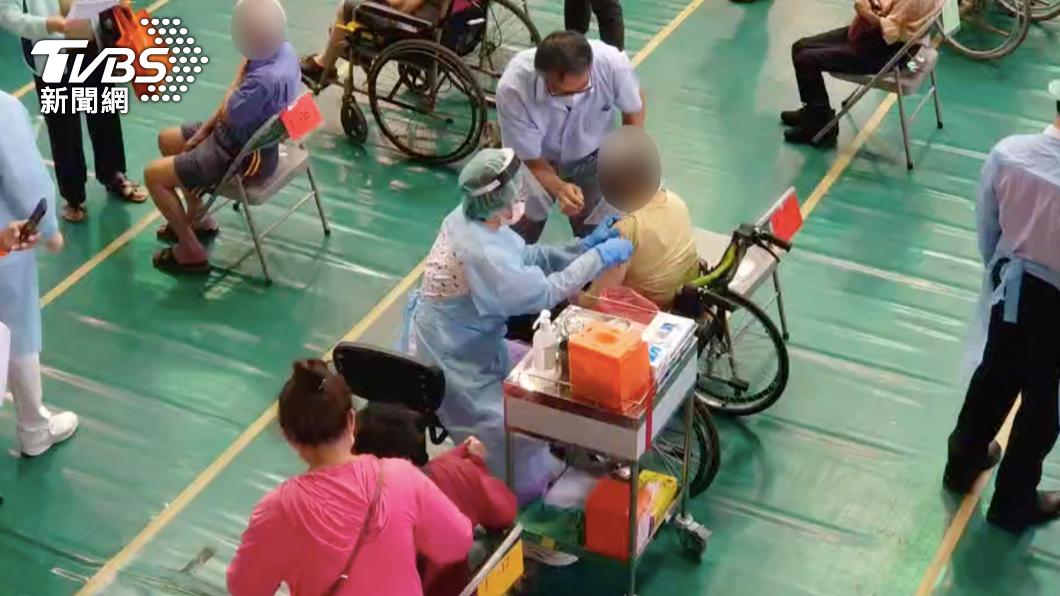 桃園市新增接種新冠疫苗後死亡案例。(與本案無關,示意圖/TVBS) 累計11死!桃園打疫苗後亡添5例 均為80歲以上長者
