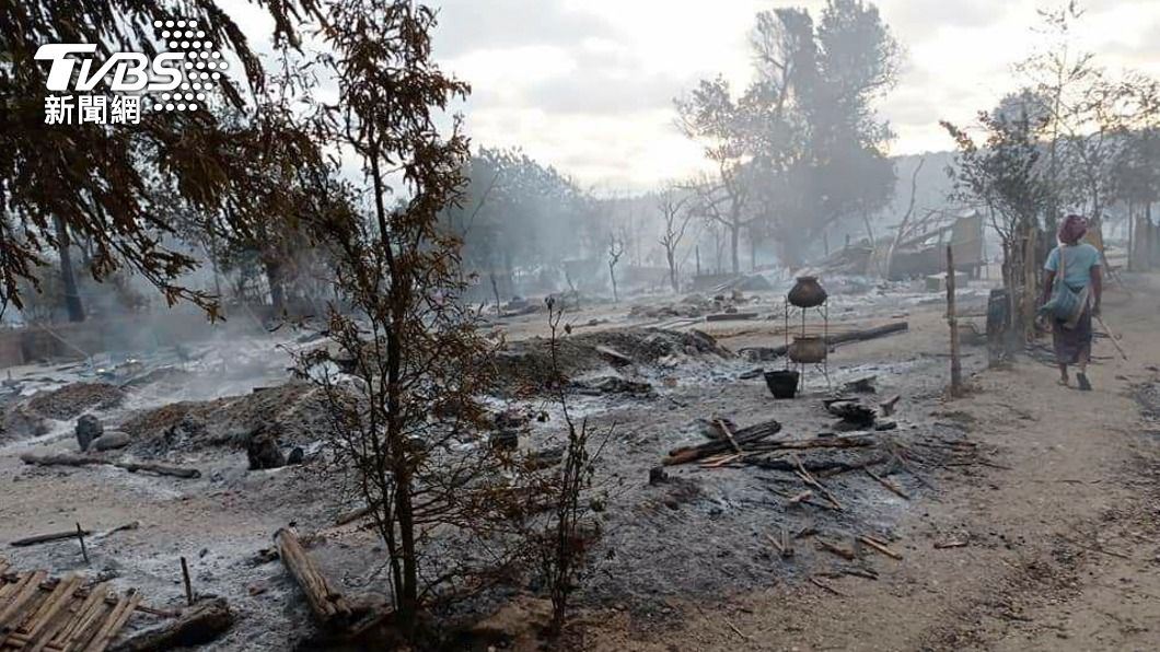 緬甸一座村落大火。(圖/達志影像美聯社) 緬甸安全部隊縱火燒光村落 村民:2老人活活燒死