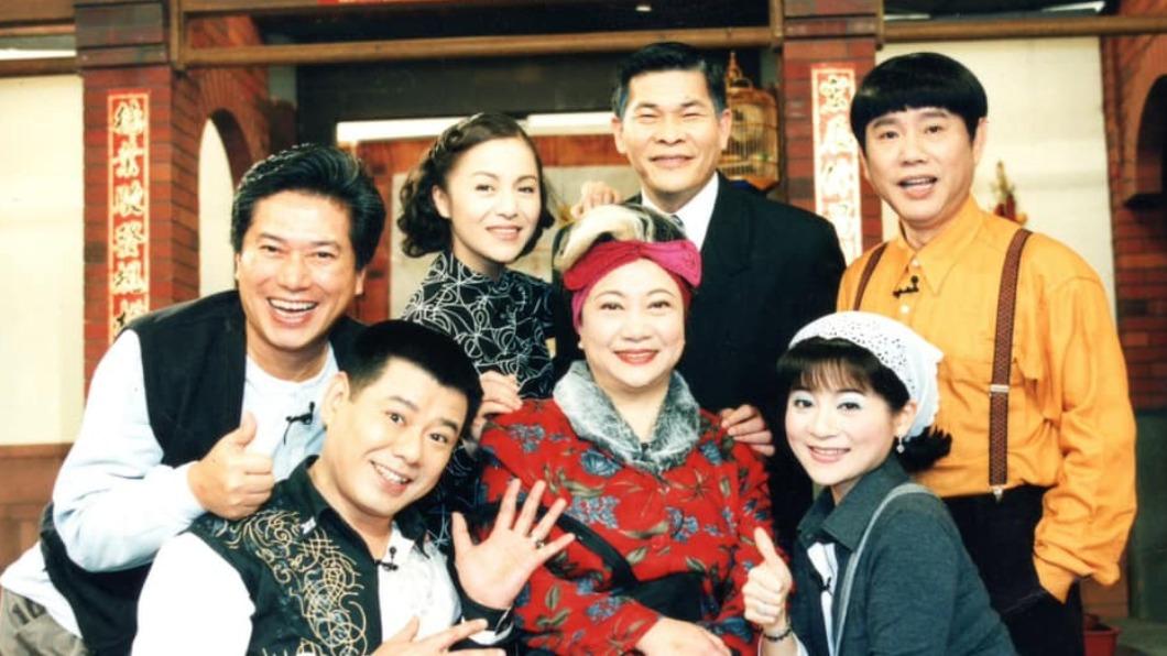 王彩樺回憶《鳥來伯與十三姨》演員情同家人。(圖/翻攝自王彩樺臉書) 《鳥來伯》5演員走了 「米漿」王彩樺慟:我們像一家人