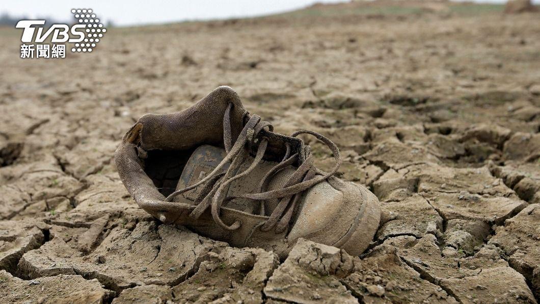 加州旱象未解,露出乾枯湖底。(圖/達志影像美聯社) 加州史上最嚴重乾旱 湖底驚現56年前空難殘骸