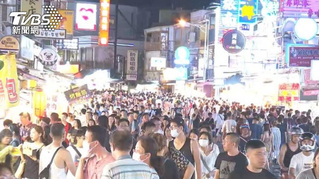 不少人期盼趕快解封出遊。(示意圖/TVBS) 暑假解封再爆疫情?醫「沒本錢出遊」:三級恐至年底