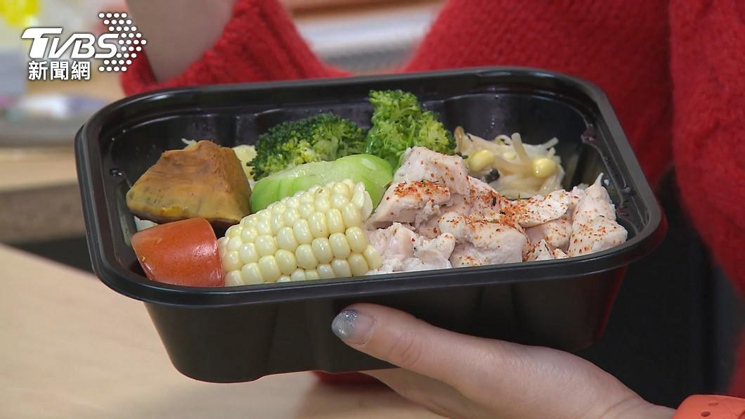 居家防疫體重增 民眾社群平台表示:胖了