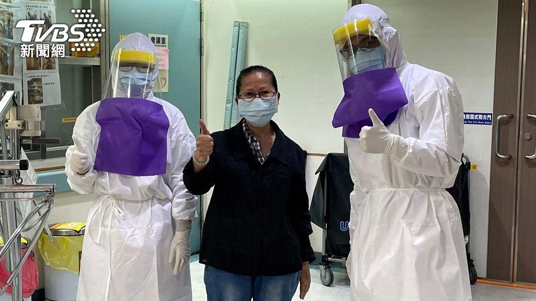 患者捐款感謝醫療團隊照護。(圖/中央社) 嘉基染疫重症患者出院捐6萬元 感謝醫護照顧