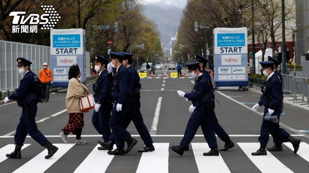 日本各地剩餘疫苗優先列警員接種。(圖/達志影像 美聯社) 日本各地剩餘疫苗警員優先施打 企業、學校今起申請接種