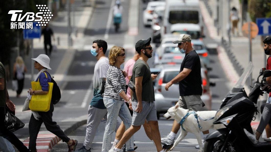 以色列過半人口已接種疫苗,國內正逐步解封。(圖/達志影像 路透社) 以色列防疫奇蹟?揭政府與輝瑞的私下協議