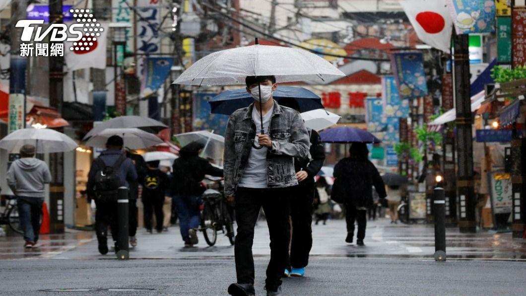 日本大多數年輕人似乎不願施打疫苗。(圖/達志影像 路透社) 日本年輕人排斥打疫苗 研究指「尤其是存款少的」