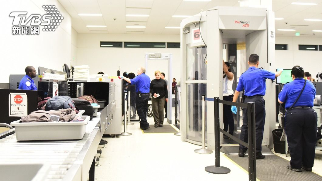 義大利針對自英國入境旅客要求恢復5天隔離。(示意圖/shutterstock達志影像) 英單日確診破萬 義大利:英入境旅客恢復5天隔離