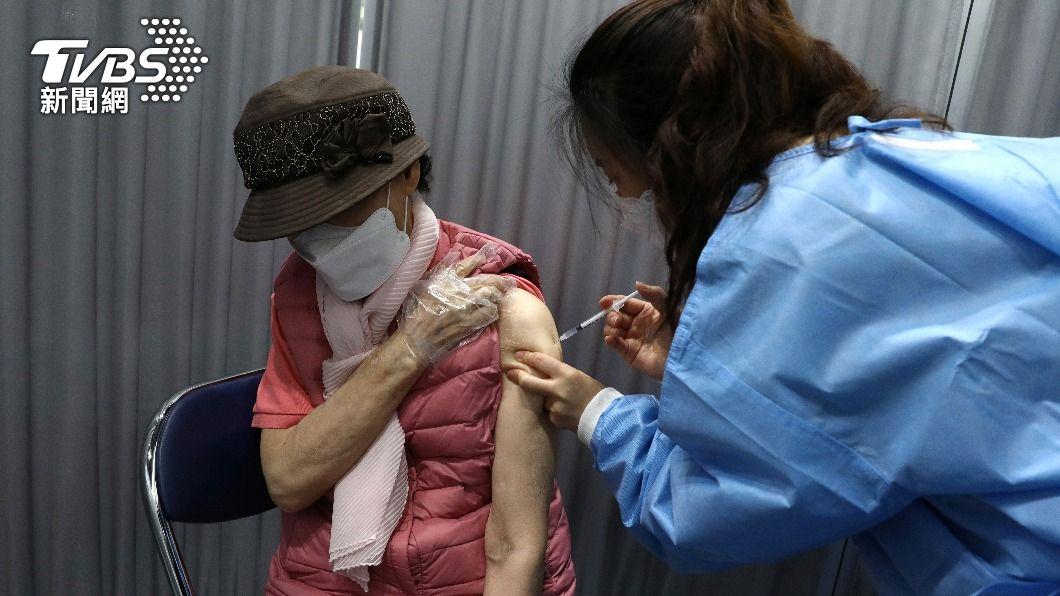 南韓疫苗接種人數已突破1400萬。(圖/達志影像路透社) 南韓接種新冠疫苗183起異常反應 政府將補償
