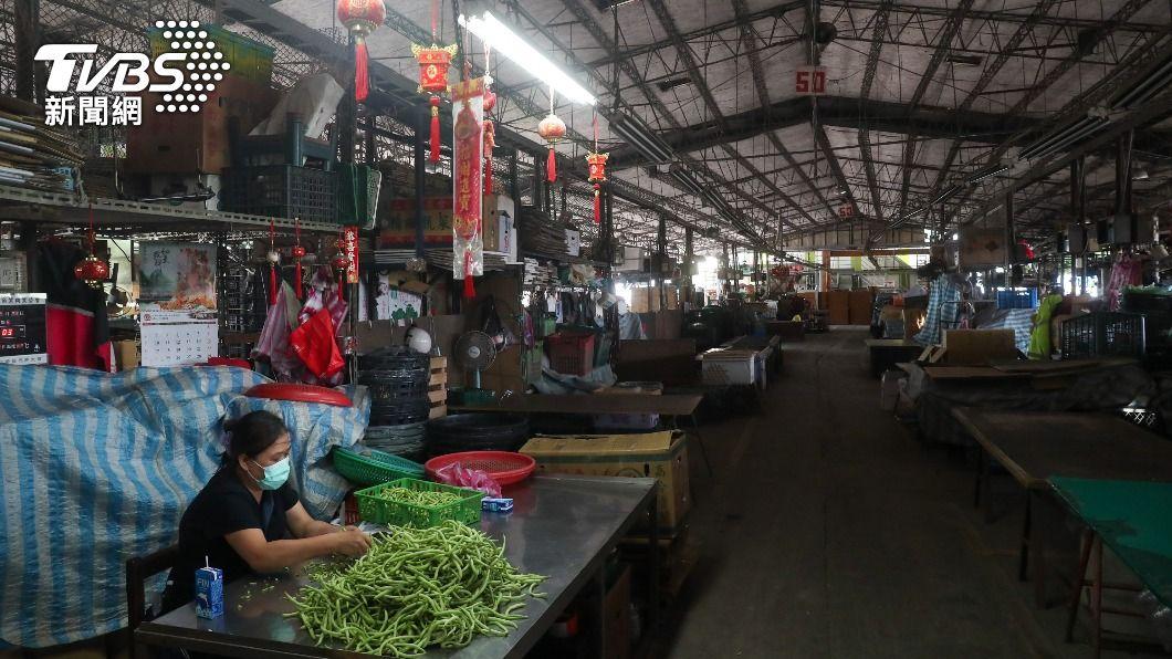 圖為北農第一果菜市場內部。(圖/中央社) 雙北果菜市場逾6千人快篩 若陰性隨即打疫苗