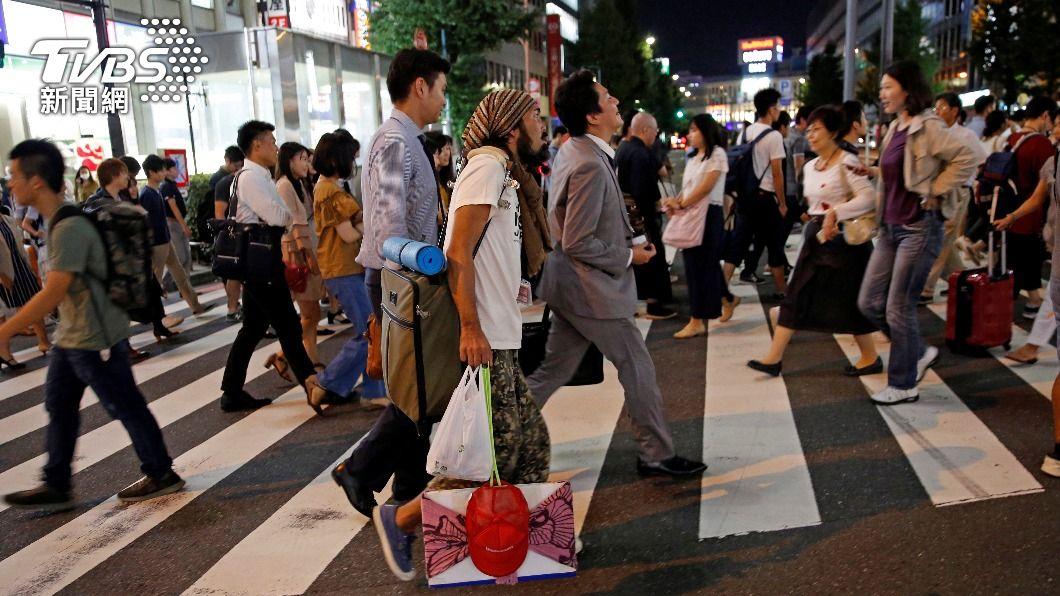 由於沒有住址街友在領取接種券上成問題。(示意圖/ 達志影像 路透社) 領嘸接種券!日本街友無法施打疫苗 居無定所成問題