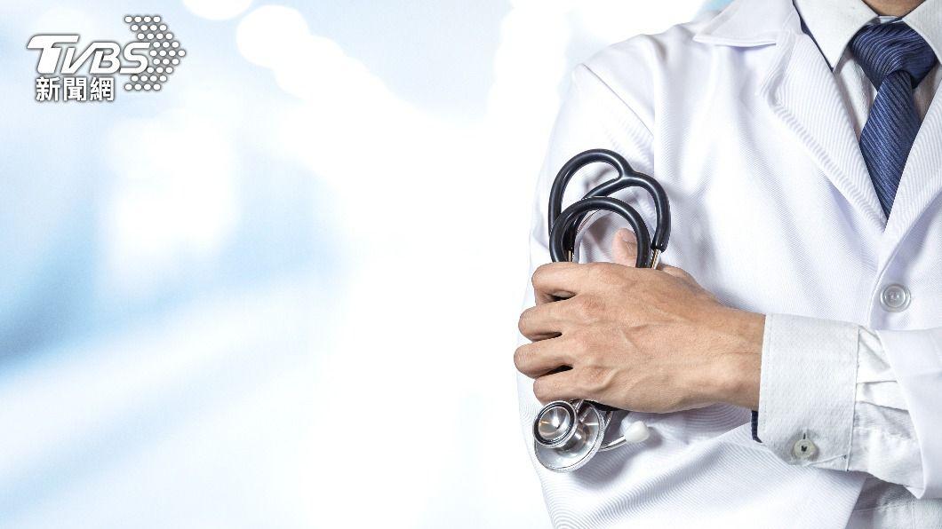 醫師提醒民眾若身體有狀況還是循正規醫療院所治療。(示意圖/shutterstock達志影像) 大腸癌病患稱巫師「吸出癌細胞」 醫師送驗真相超傻眼