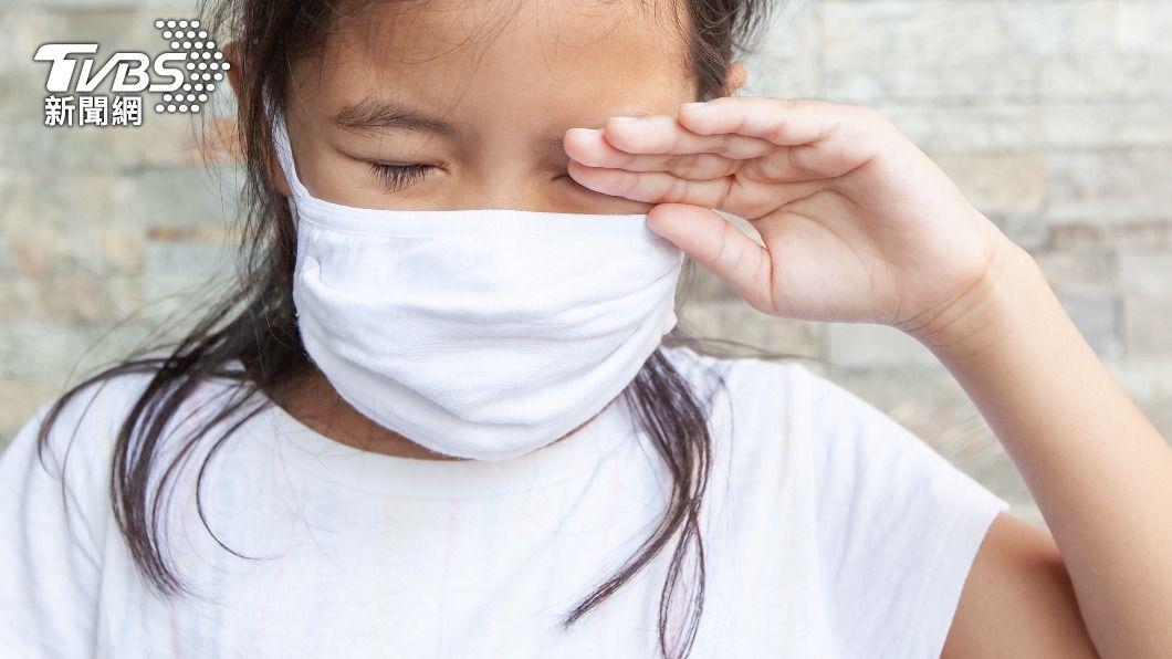 醫師叮嚀不要揉眼睛,可能導致病從眼入。(示意圖/shutterstock達志影像) 小心病毒別揉眼睛!出門要戴護目鏡嗎? 醫師這麼說