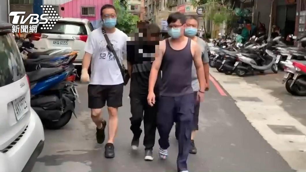 圖/TVBS 騎贓車搶劫!女下班遭尾隨 歹徒硬扯搶包