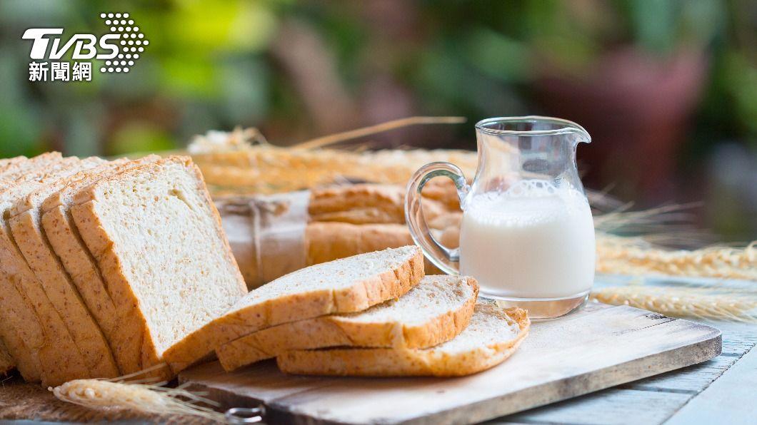 早餐為整天活力的來源。(示意圖/shutterstock 達志影像) 男大生腎功能異常 早、午餐「麵包+牛奶」4個月慘洗腎