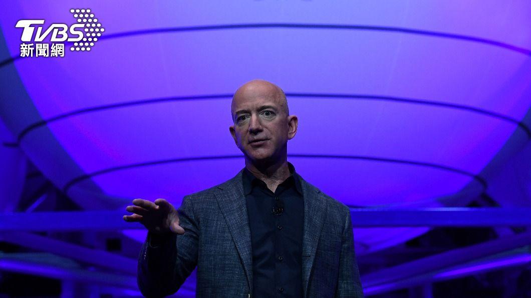 貝佐斯宣布將登上太空,卻引來網友連署要他不准回地球。(圖/達志影像路透社) 亞馬遜創辦人貝佐斯上太空 近10萬網友連署要他別回來