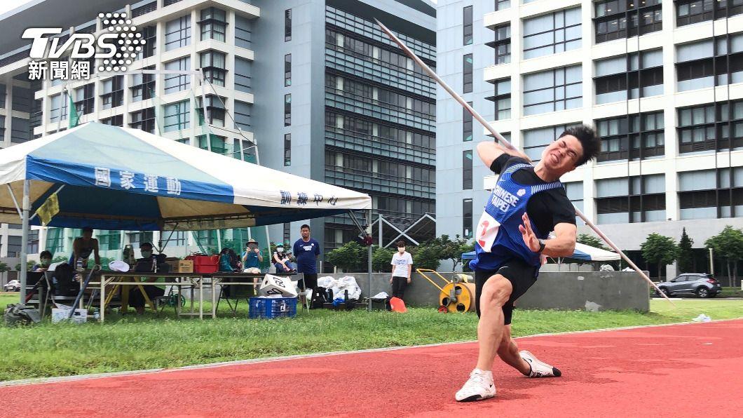 台灣標槍好手黃士峰21日在中華田協舉辦的東京奧運測驗賽擲出85.03公尺,達奧運參賽標準(85公尺),將連2屆征戰奧運。(圖/中央社)  黃士峰東奧測驗賽飆85.03公尺  連2屆叩關奧運
