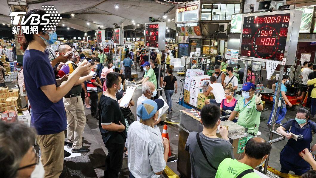 圖為第一果菜批發市場拍賣。(圖/中央社) 北農專案啟動 黃珊珊:快篩陰性安排打疫苗
