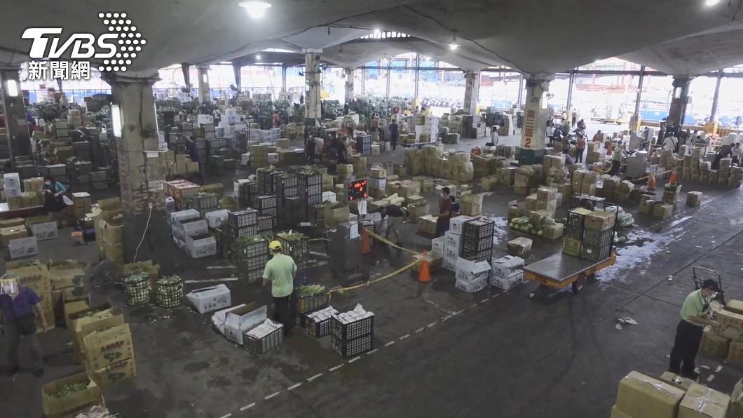 圖/TVBS 市場專案首日 北市批發市場從業人員配合認同政策