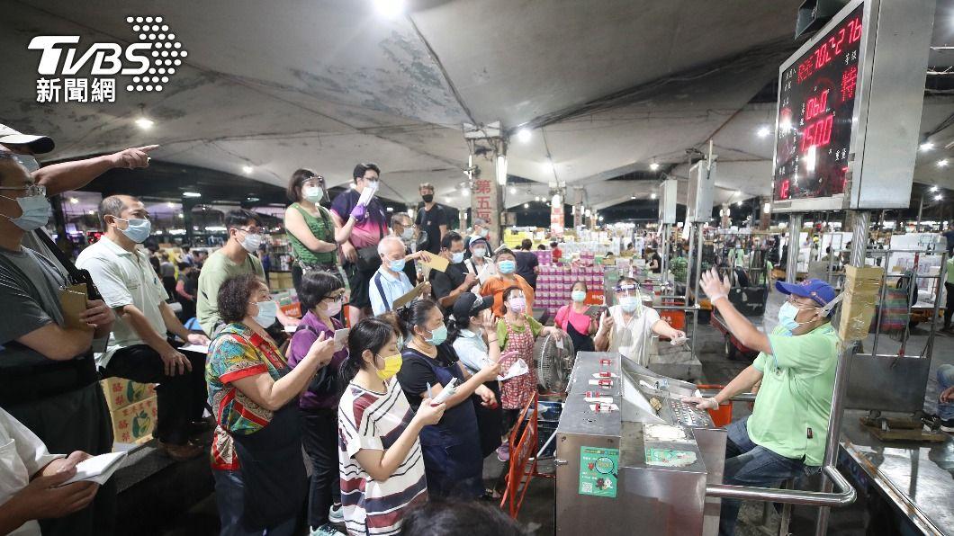 第一果菜批發市場24日啟動「市場專案」。(圖/中央社) 啟動「果菜市場專案」 蘇貞昌:不容再有破口發生