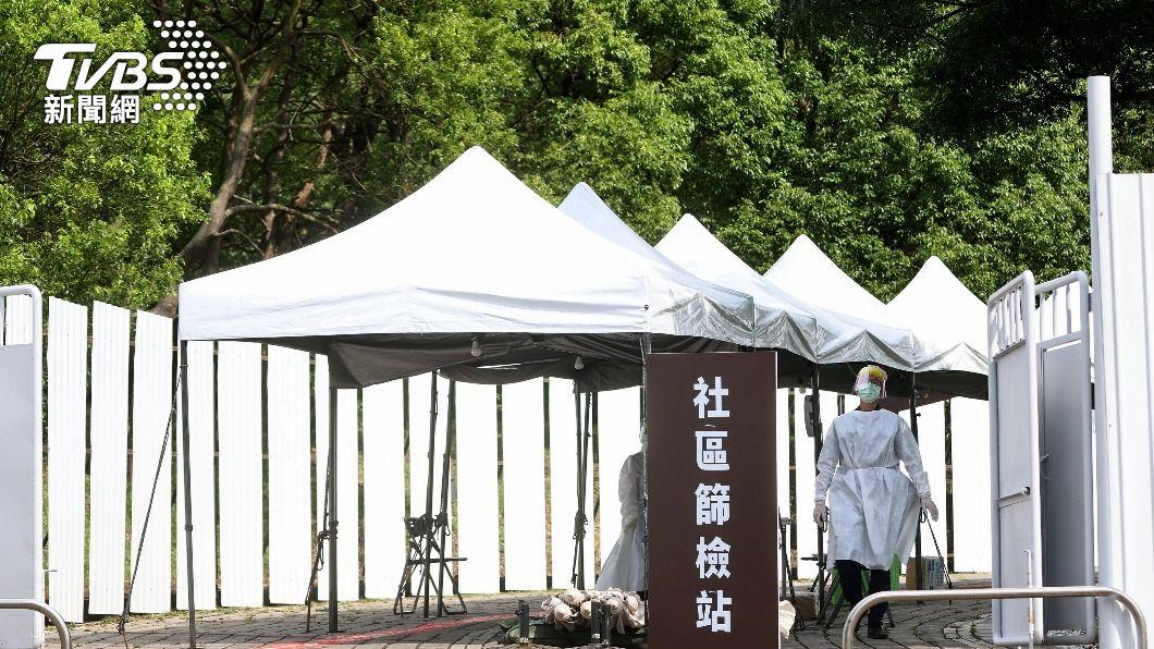 台灣全國三級警戒再延長至7月21日。(圖/達志影像路透社) 全台逾1.4萬人染疫 再增129例本土確診