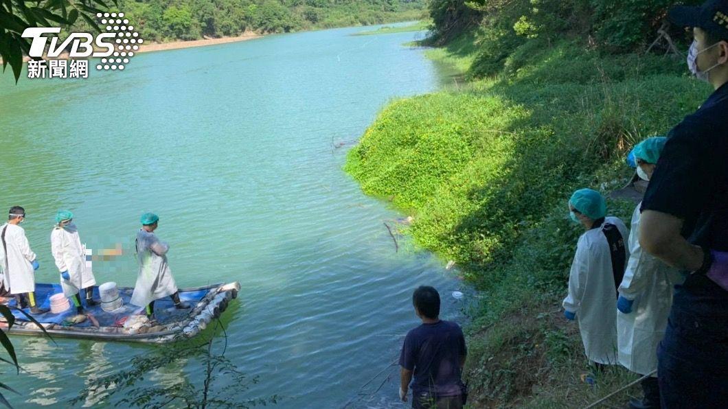 警方確認翡翠水庫無名屍身分。(圖/TVBS) 翡翠水庫「半截屍塊」難辨識 警DNA鑑定找到家人