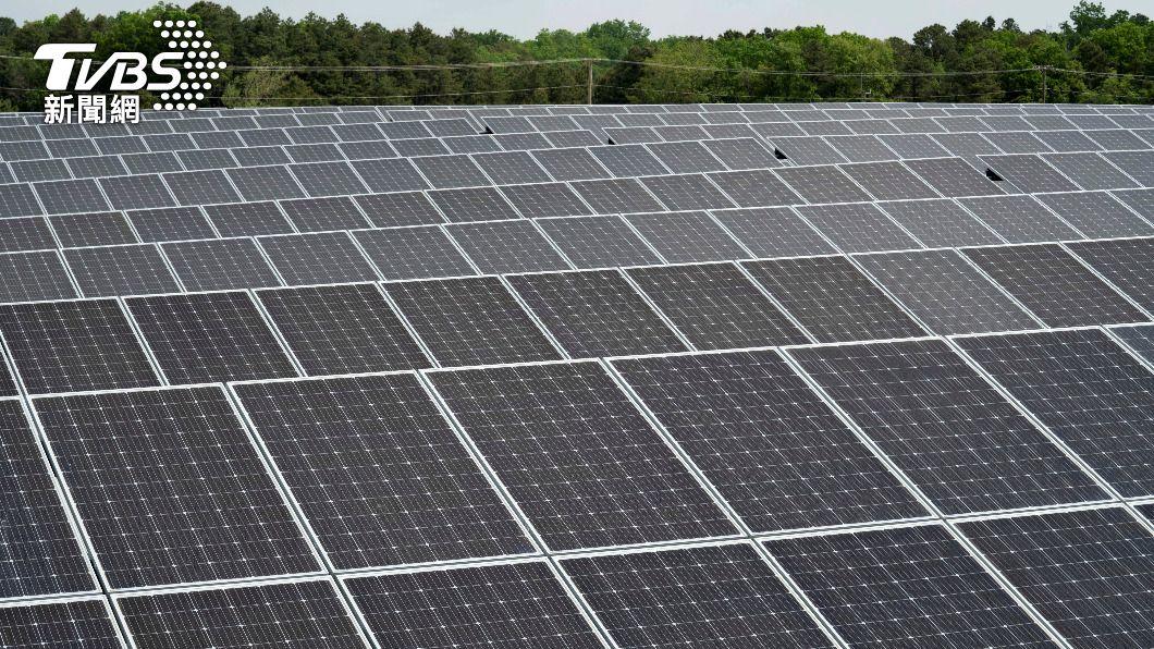 美國下令禁止從大陸強迫勞動企業進口關鍵的太陽能板材料。(圖/達志影像路透社) 美再抵制新疆強迫勞動企業 北京稱不實指控將維權