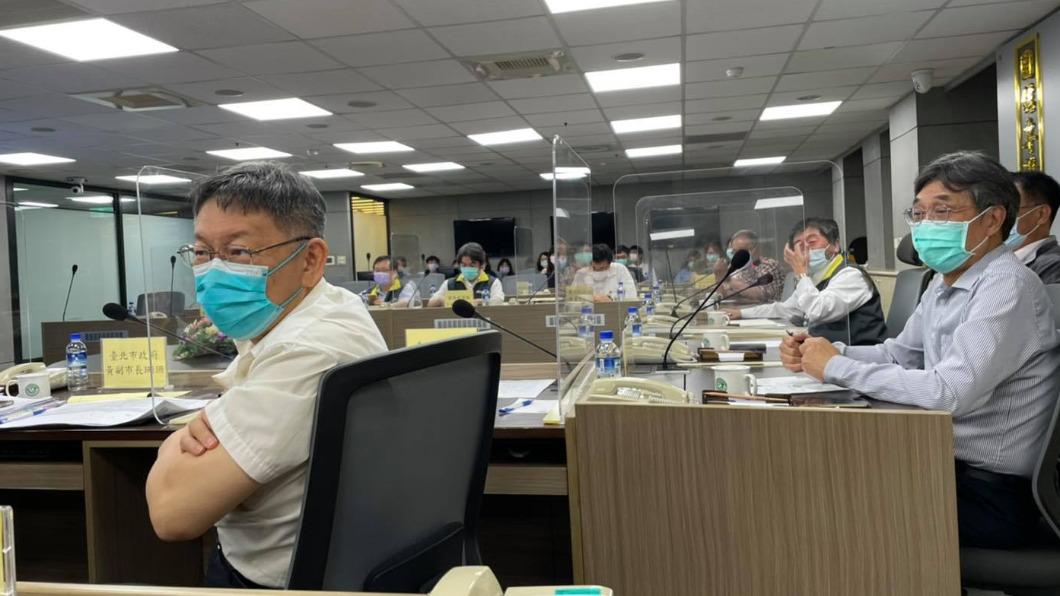 台北市長柯文哲在好心肝診所、北農、高嘉瑜爆關說事件後,網路好感度下降。(圖/翻攝自柯文哲臉書) 「逆時中」創高峰現好感度下滑 好心肝、北農重創柯文哲